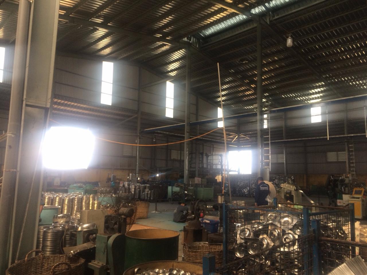 Kết quả hình ảnh cho  nhà máy, kho, xưởng hàng hóa nhiều.